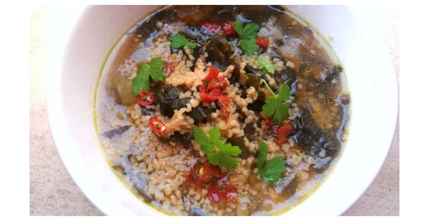 SOUP OF COUS COUS AND ORIENTAL BLACK CABBAGE